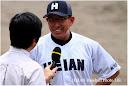 勝利後監督インタビューで原田監督の表情もニッコリ。