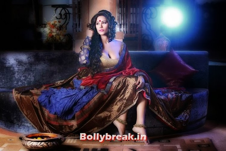 Poonam Pandey's Hot Diwali Wallpaper