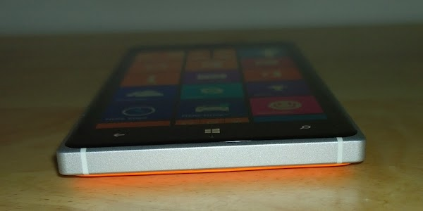 Lumia 830 - bottom