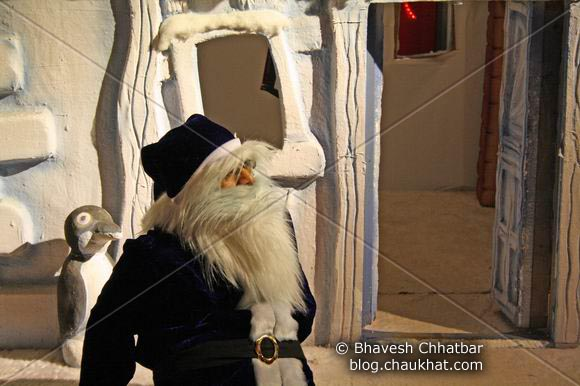 Blue Santa Claus at Pune Central on Christmas 2008 Eve