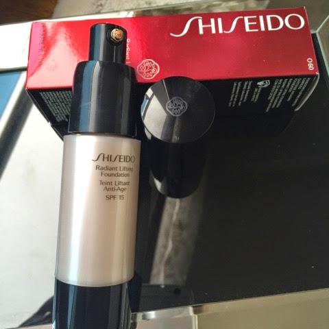 Shiseido Radiant Lifting Foundation Spf15 -  Fondöten