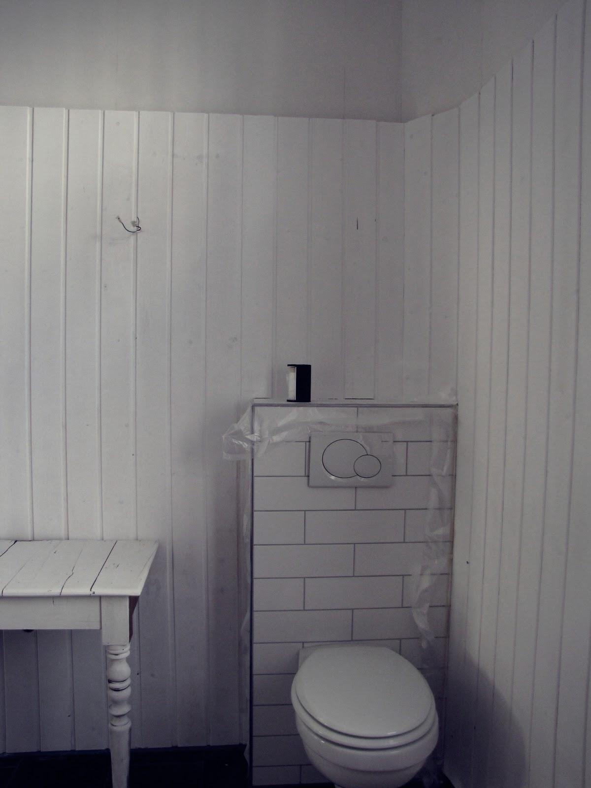 white vintage home bad renovierung. Black Bedroom Furniture Sets. Home Design Ideas