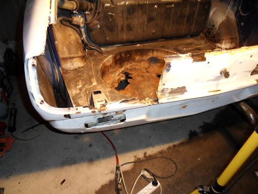 [MAZDA 121]Restauration Mazda 121 1977 - Page 4 Coffre8
