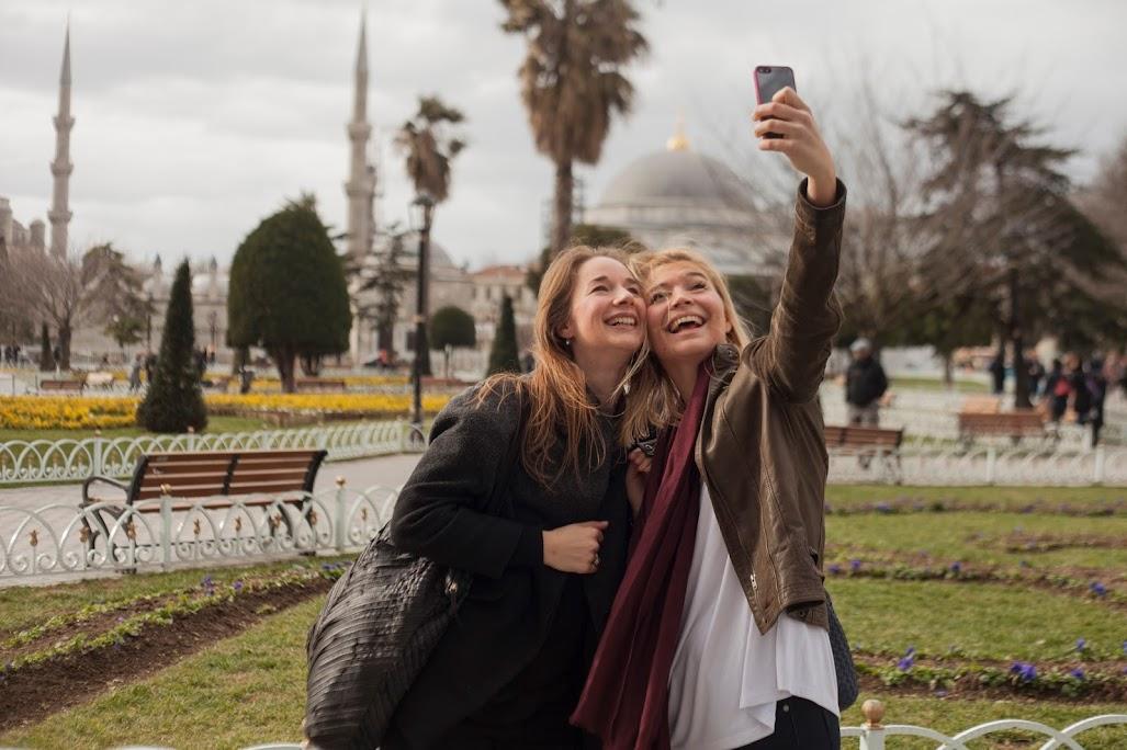 sultanahmet selfie girls