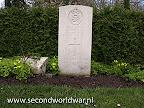 Corporal T.H. Checkley van de  Life Guards gedood 1e april 1945