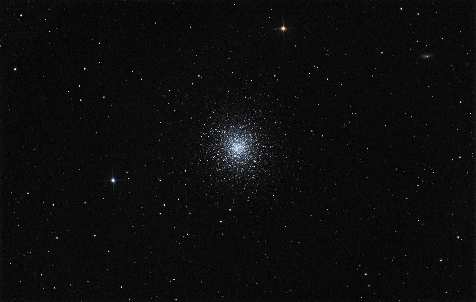 Messier_13_Wide_Field.jpg