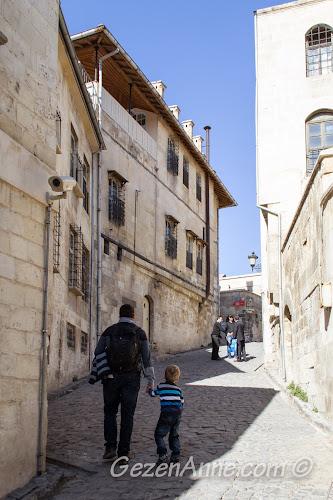 Bey mahllesi sokakları ve Hasan Süzer Etnoğrafya Müzesi, Gaziantep