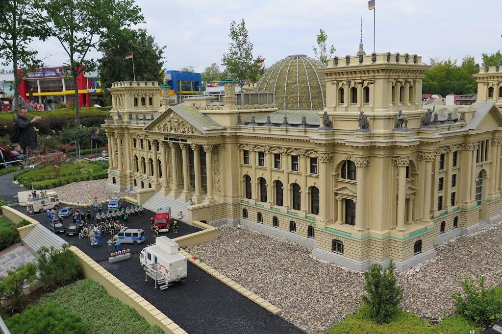 Einst war vor dem Legoland-Reichstag die Loveparade zu sehen, jetzt findet dort ein Staatsempfang statt