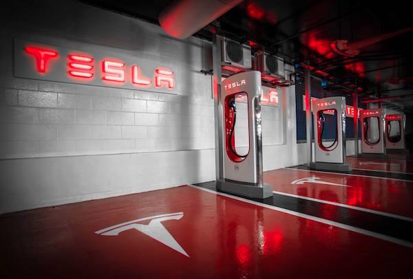 สิ่งที่เปลี่ยนแปลงในอนาคต คือปั้มน้ำมันจะถูกแทนที่ด้วยสถานีชาร์จไฟสำหรับรถ EV