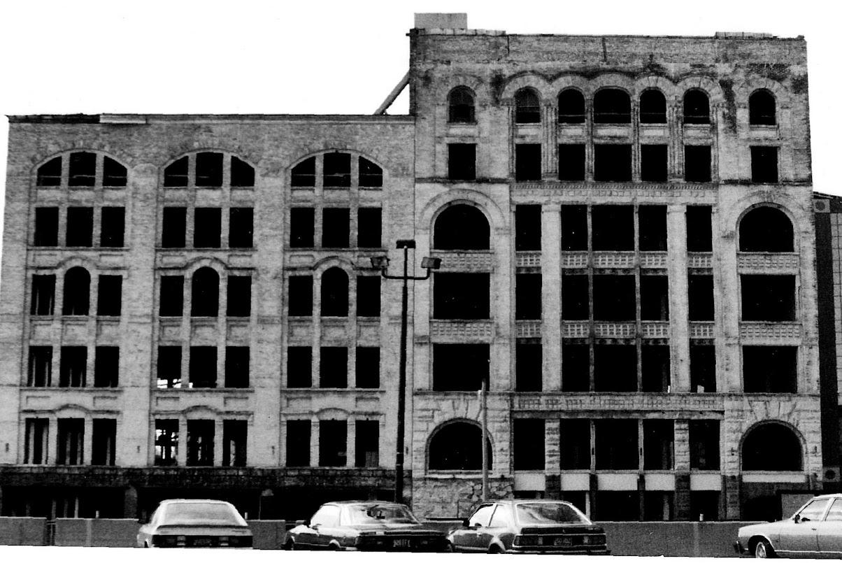 dt-50monroe-old1-facade.jpg