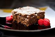Brownie de chocolate con pistachos y frambuesas