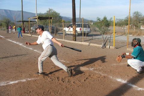 Alfredo Pérez Meza de Sonora en el softbol del Club Sertoma