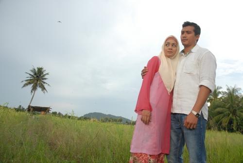 Maya Karin dan Aaron Aziz dalam Ombak Rindu pelakon