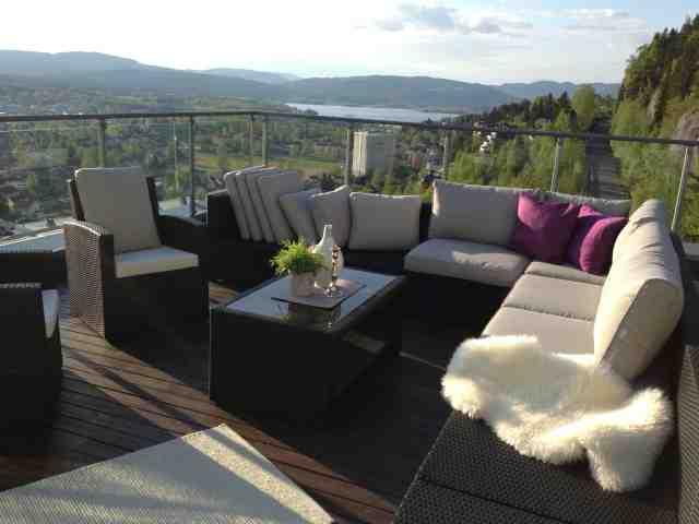 Hjemmets gleder: Terrassen med møbler
