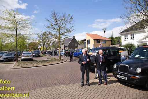 80 Britse taxi's met 160 Britse veteranen bezoeken het Oorlogsmuseum in Overloon 03-05-2014 (25).jpg