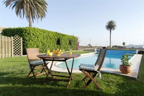 Decoraci n juvenil for Decoracion patio con piscina