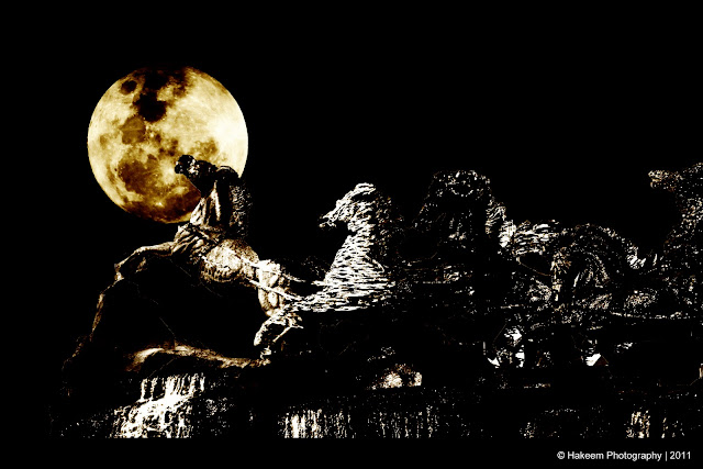 Supermoon and Horses statue