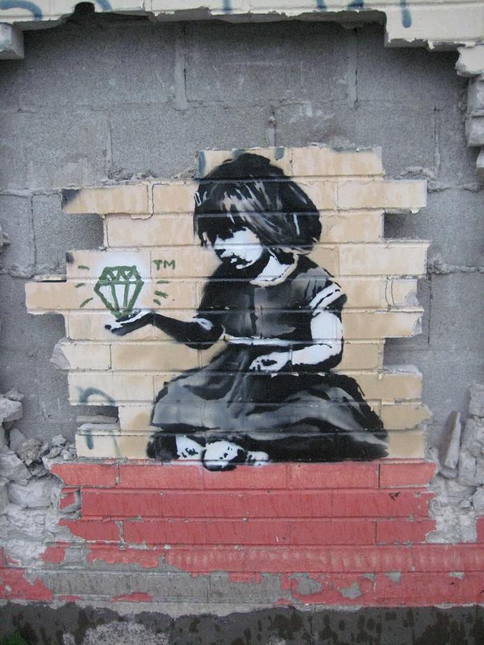 BANKSY IN DETROIT  Vraiment génial ce BANKSY :))) Toute l'émotion dans un un croquis :)))   Source #StreetART : http://nuart09.blogspot.com.es/2010/05/banksy-in-detroit-pt2.html