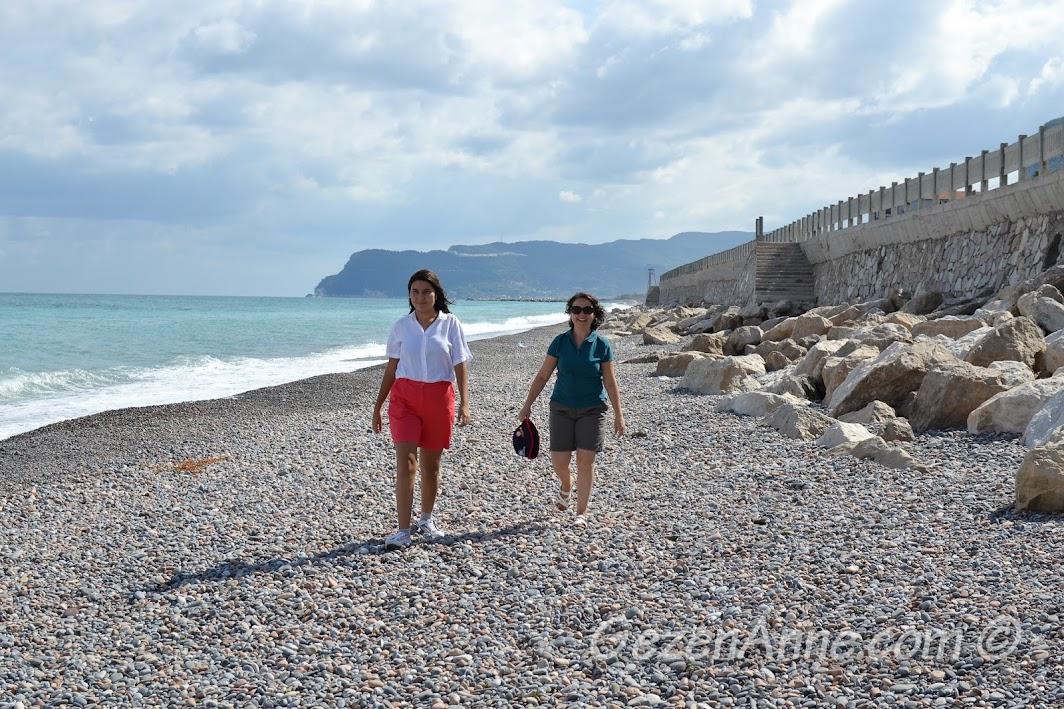 sahilde dolaşırken, Cide