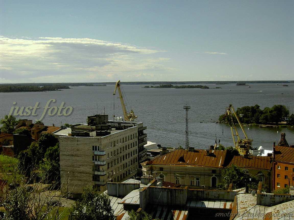 С башни Часовая видно выборгский порт  фото
