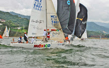 J/24 Mexico Nationals- sailing around the mark
