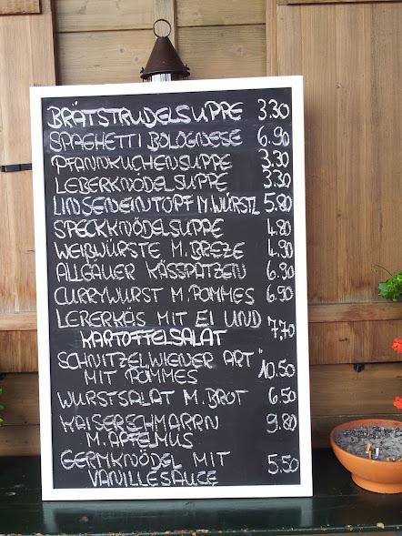 Bild von der Speisekarte auf der Tafel vor der Buchenbergalm