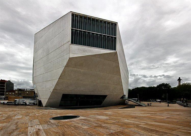 Vista geral do edifício no seu contexto
