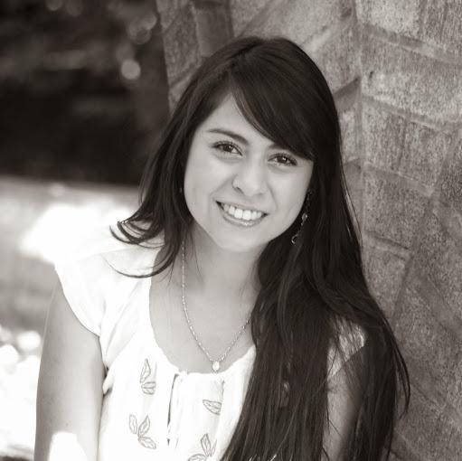 Adilene Valencia Photo 6