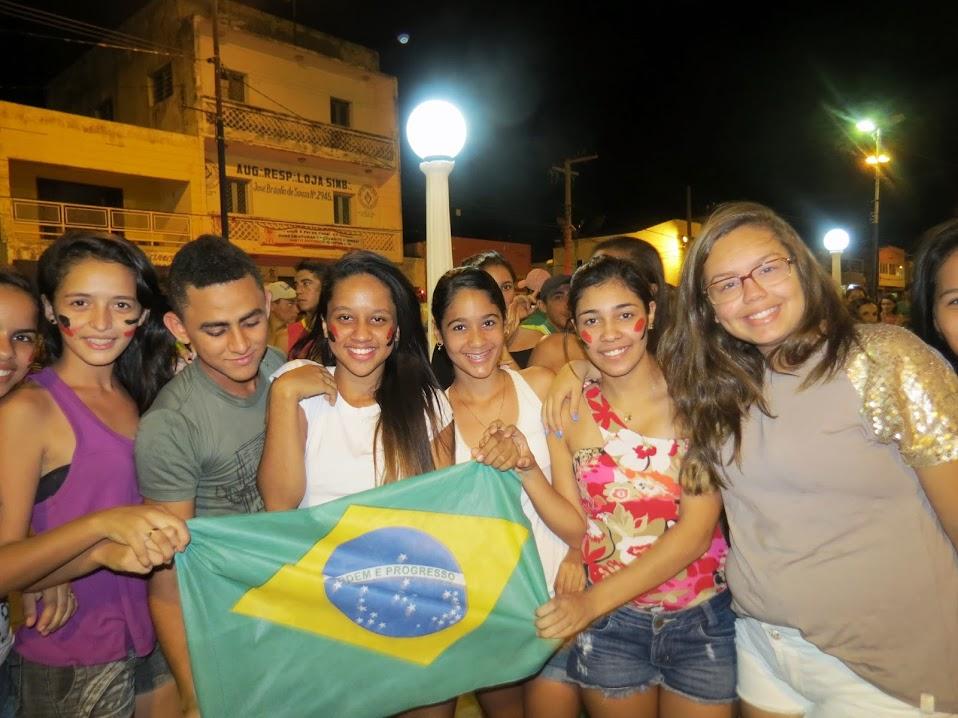 Os jovens e estudantes foram presença marcante no protesto que aconteceu de forma pacifica. Eles percorreram algumas ruas da cidade e realizaram um  ato cívico na principal praça de Piancó a Praça Salviano Leite.