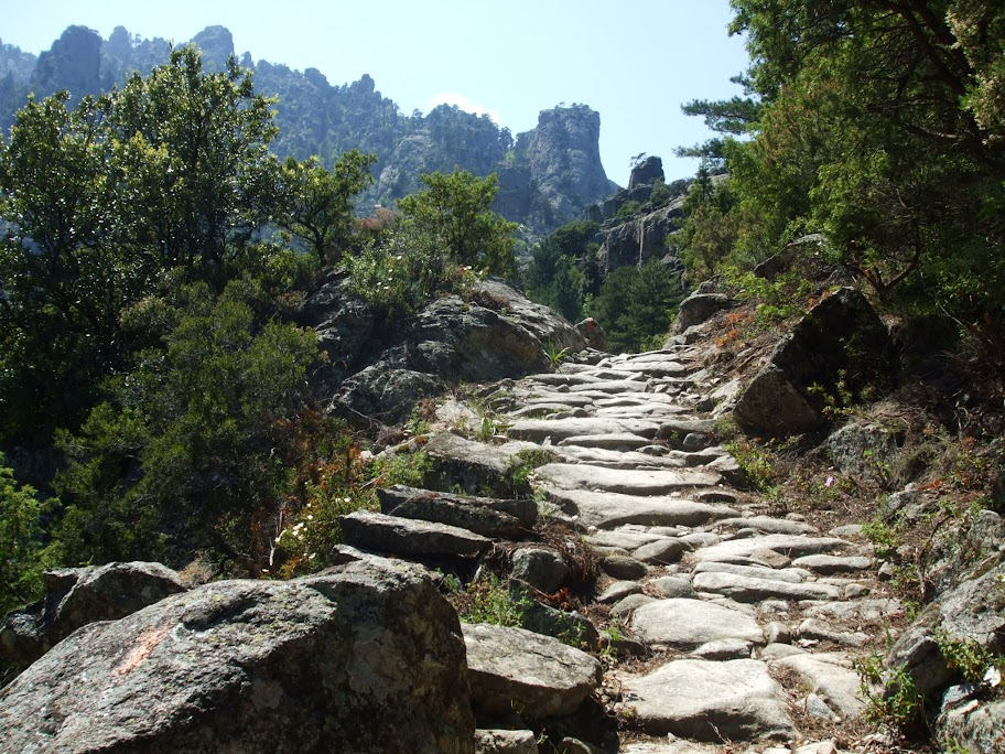 Une chaussée d'Hercule, mais pour aller où?