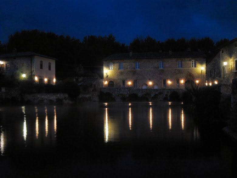 Bagno Vignoni at night