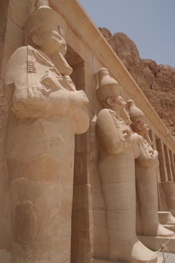 فى مصر الرجل تدب مكان ماتحب ( خاص من أمواج ) 100607-113138-f