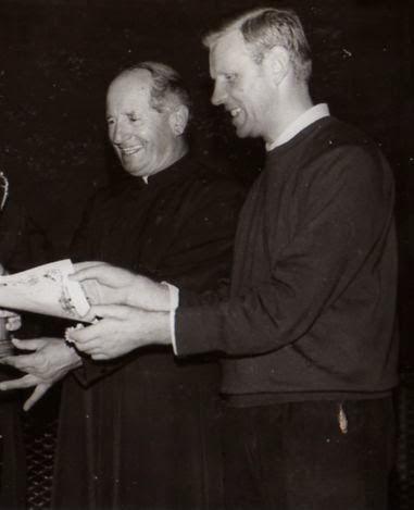 Don Moretti (a sinistra) con il direttore di allora don Andreatti nel 1973