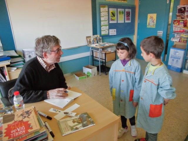 Pep Albanell signant llibres