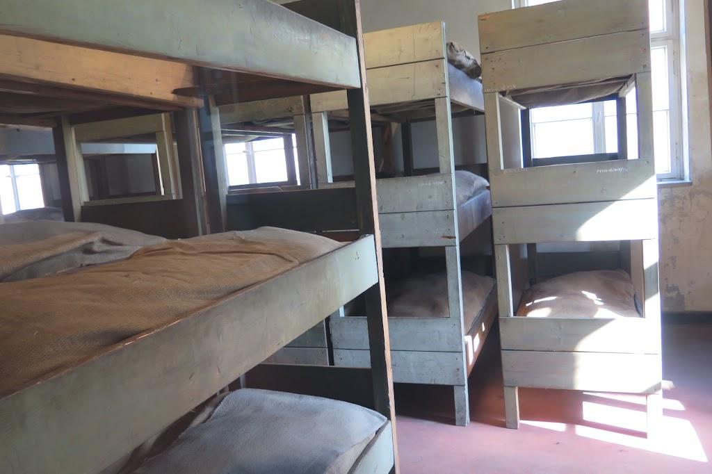 Schlafsaal in einer der Barracken