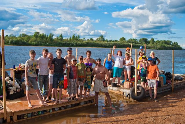 Команда туристов-водников перед отплытием
