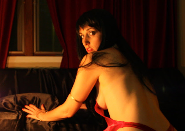 Vampirella slow turn by cosplaynut