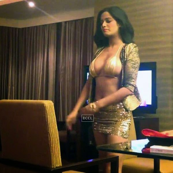 In a response to Ranveer Singh's Durex advert, Internet sentation Poonam Pandey got a video shot of herself to treat her fans and make people aware that she is still there. She sizzled in a shimmering golden barely-there bikini top and extremely short skirt in the video that went viral in moment. She is seen performing some really sensuous moves in the video to turn on the men.