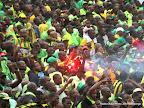 Des supporteurs de l'As Vita club célébrant le but marqué contre l'Entente sportive de Sétif d'Algérie le 26/10/2014 au stade Tata Raphaël à Kinshasa, lors de la finale aller de la Ligue de champions de la Caf, score nul : 2-2. Radio Okapi/Ph. John Bompengo