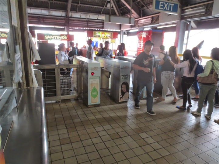 LRTペドロヒル駅の改札
