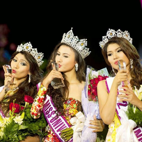 (L-R) First runner-up Yoon Mhi Mhi Kyaw, Miss Universe Myanmar 2014 Sharr Htut Eaindra, and second runner-up Shwe Sin Ko Ko pose with their awards during the 2014 Miss Universe Myanmar competition at Myanmar's National Theatre in Yangon on July 26, 2014.