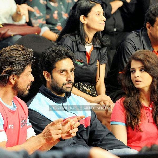 Shah Rukh Khan, Abhishek Bachchan and Aishwarya Rai Bachchan during the opening match of Pro-Kabbadi League, held in Mumbai, on July 26, 2014. (Pic: Viral Bhayani) <br />