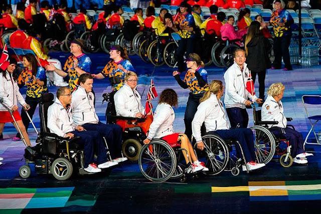 спортсмены-паралимпийцы на открытии Игр
