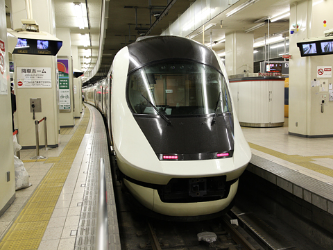 近畿日本鉄道 21020系電車「アーバンライナーNEXT」 近鉄名古屋駅にて