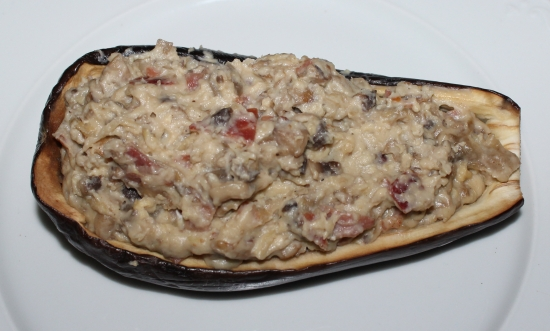 Berenjenas rellenas con bechamel de jamón y champiñones