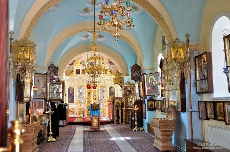 Внутри Храма Казанской иконы Божией Матери Горненского монастыря.