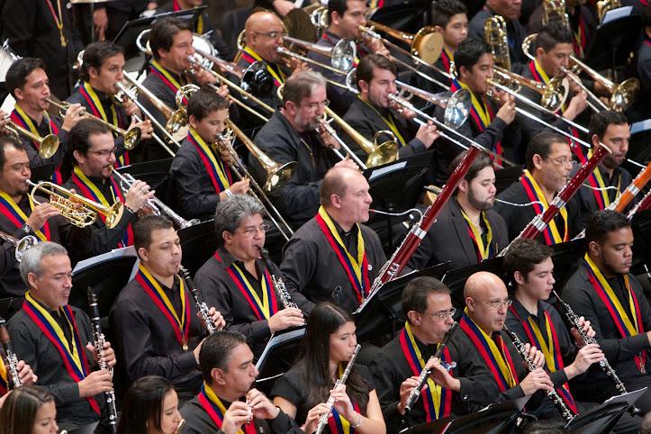 Músicos, directores, profesores, alumnos, maestros consagrados, gerentes culturales, todos juntos celebraron #ElSistemaCumple40 años tocando el sentimiento de un país