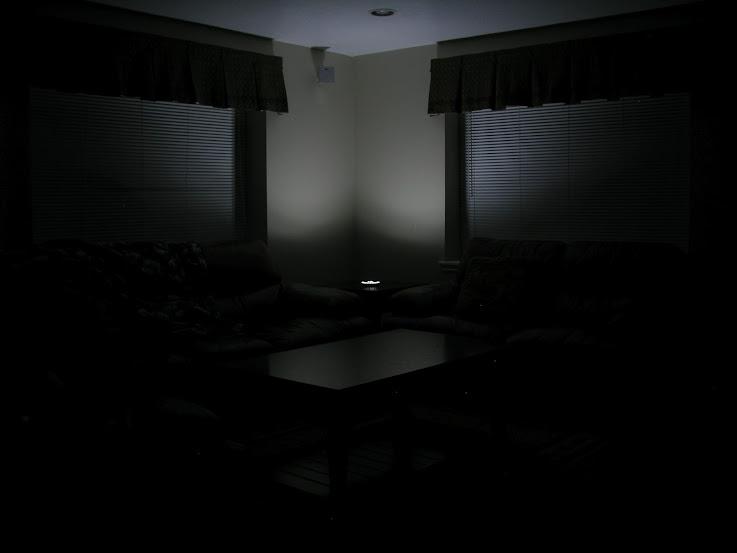UFO style disk type 4AA LED lantern