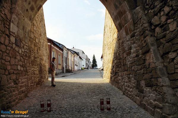 Szydłów - widok pod bramą krakowską