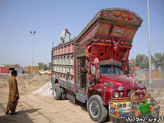 شاحنات باكستانية مزخرفة 3.jpg